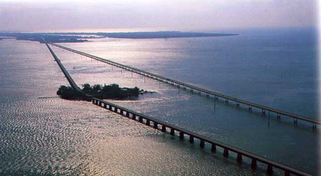 The seven mile bridge in the florida keys